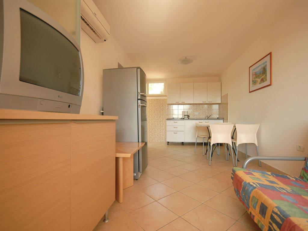 Gepflegtes Apartment mit Balkon, 4 km vom touristi Ferienpark in Kroatien
