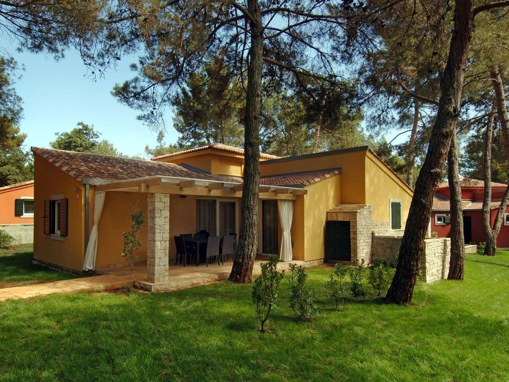Schöne trad. Villa mit Terrasse und WLAN, 2 k Ferienpark in Kroatien