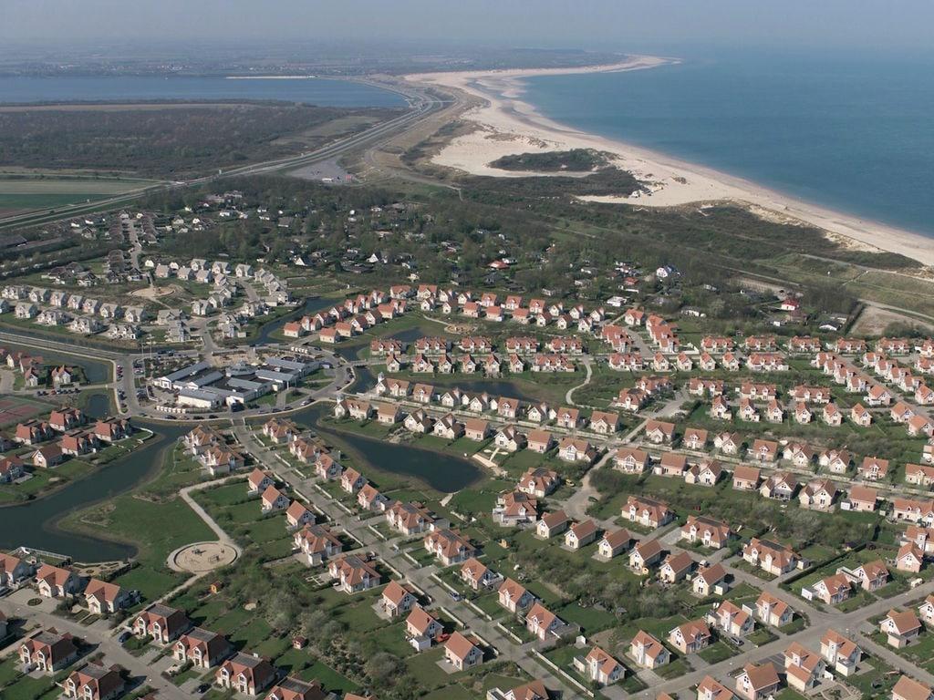 Ferienhaus Stilvolle Doppelhaus-Villa mit Garten, 1 km vom Strand entf. (411380), Stroodorp, , Seeland, Niederlande, Bild 19