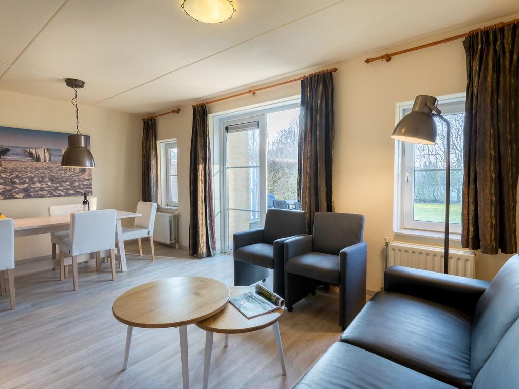 Ferienhaus Stilvolle Doppelhaus-Villa mit Garten, 1 km vom Strand entf. (411380), Stroodorp, , Seeland, Niederlande, Bild 2