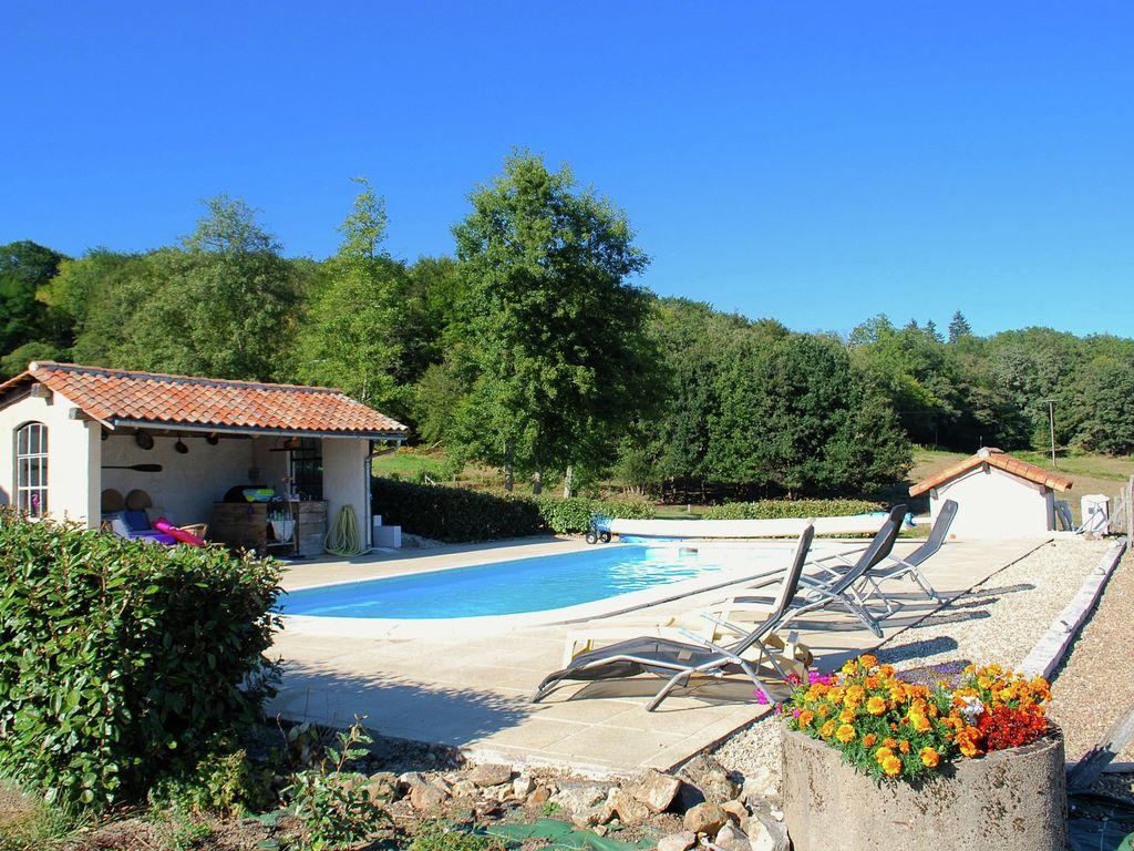 Ferienhaus Geräumiges Ferienhaus auf einem schönen Grundstück mit einem beheizten Pool. (465001), Cherves Châtelars, Charente, Poitou-Charentes, Frankreich, Bild 5