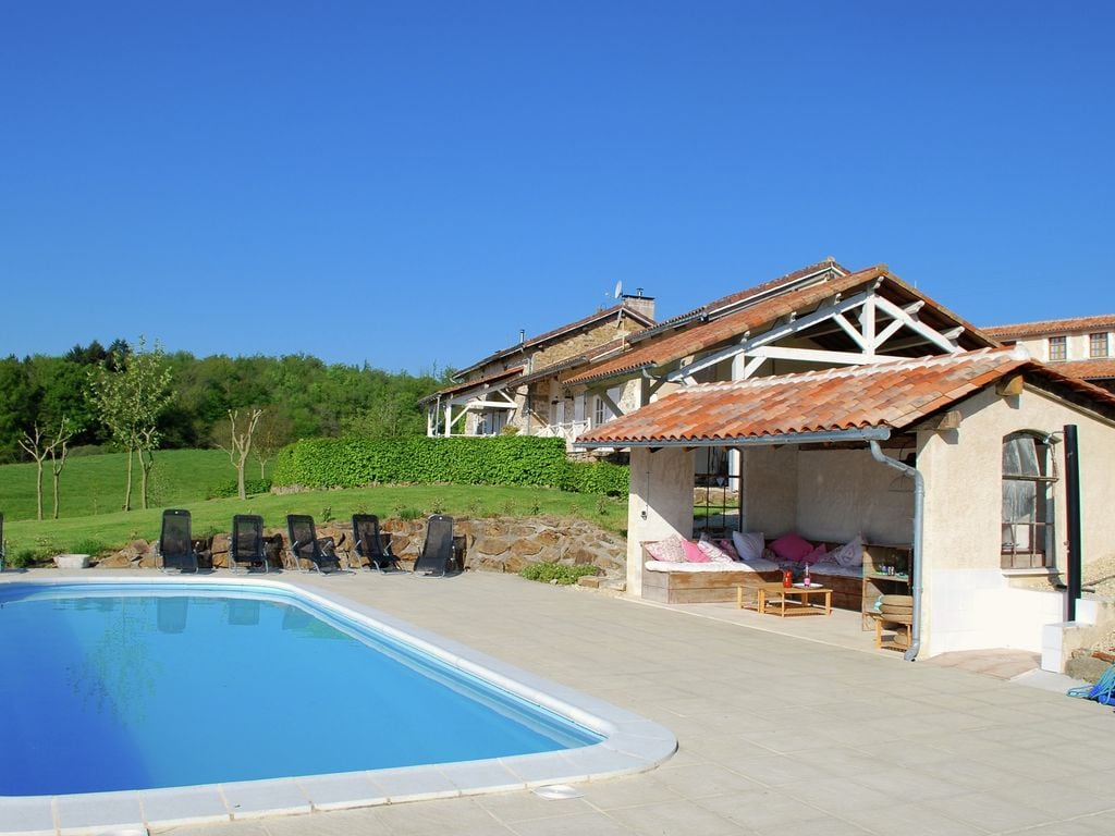 Ferienhaus Geräumiges Ferienhaus auf einem schönen Grundstück mit einem beheizten Pool. (465001), Cherves Châtelars, Charente, Poitou-Charentes, Frankreich, Bild 1