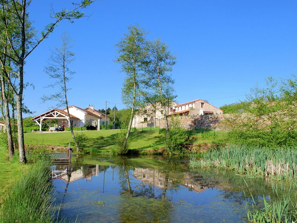 Ferienhaus Geräumiges Ferienhaus auf einem schönen Grundstück mit einem beheizten Pool. (465001), Cherves Châtelars, Charente, Poitou-Charentes, Frankreich, Bild 17