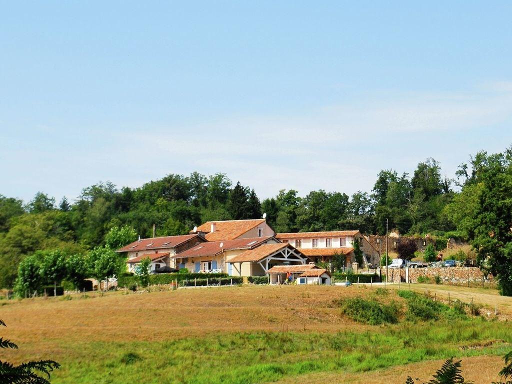 Ferienhaus Geräumiges Ferienhaus auf einem schönen Grundstück mit einem beheizten Pool. (465001), Cherves Châtelars, Charente, Poitou-Charentes, Frankreich, Bild 21