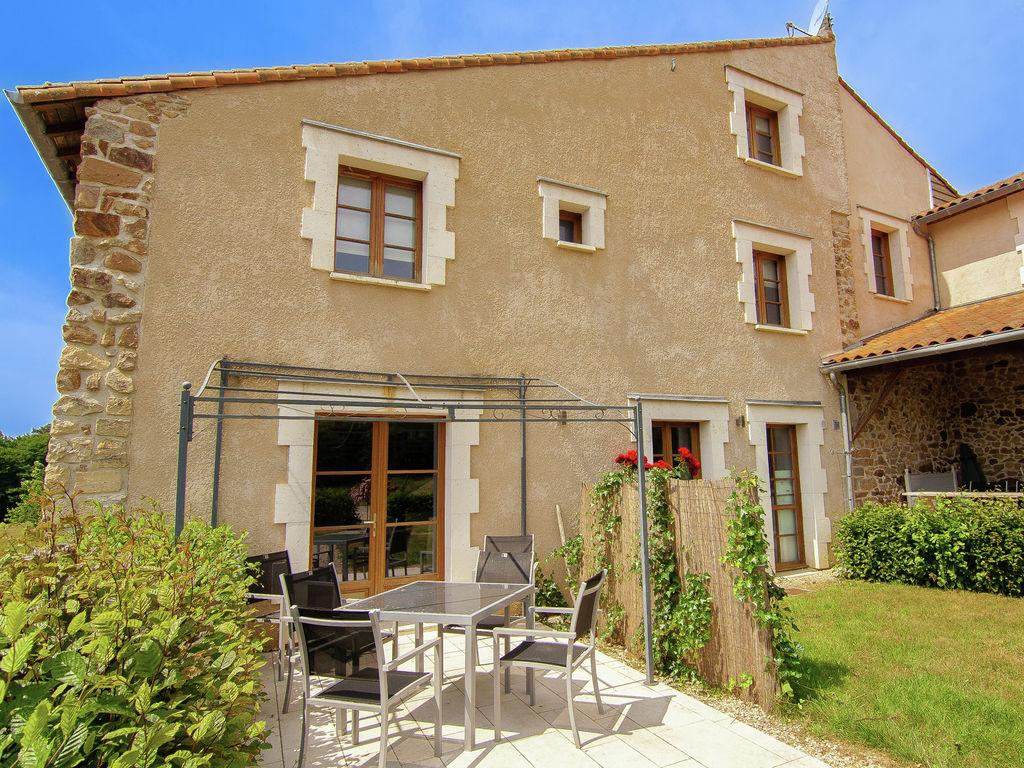 Ferienhaus Geräumiges Ferienhaus auf einem schönen Grundstück mit einem beheizten Pool. (465001), Cherves Châtelars, Charente, Poitou-Charentes, Frankreich, Bild 3