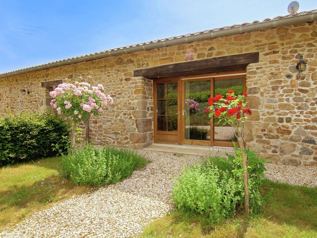 Ferienhaus Sehr geräumig Ferienhaus auf einem Grundstück mit einem beheizten Pool. (465000), Cherves Châtelars, Charente, Poitou-Charentes, Frankreich, Bild 3