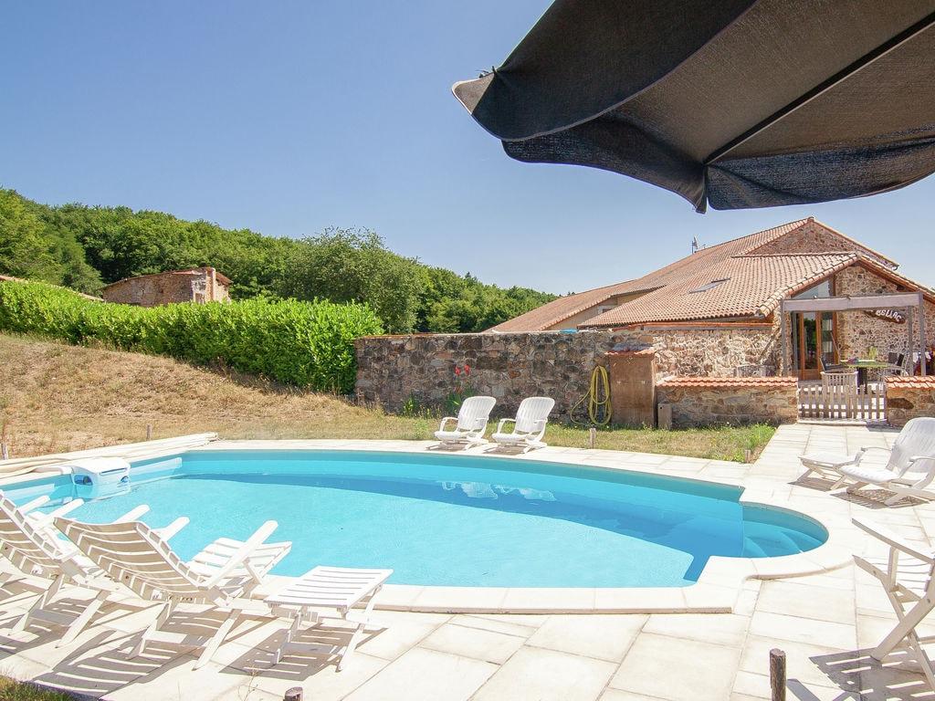 Ferienhaus Geräumiges Ferienhaus in Roussines mit privatem Pool (464999), Cherves Châtelars, Charente, Poitou-Charentes, Frankreich, Bild 2