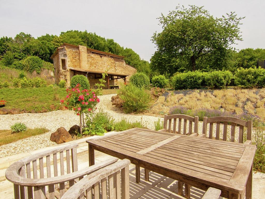 Ferienhaus Sehr schönes Ferienhaus mit Studio in einer Domäne mit beheiztem Pool. (465008), Cherves Châtelars, Charente, Poitou-Charentes, Frankreich, Bild 27