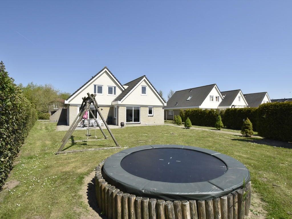 Ferienhaus Moderne Villa in der Nähe des Waldes in Zeewolde (454851), Zeewolde, , Flevoland, Niederlande, Bild 7