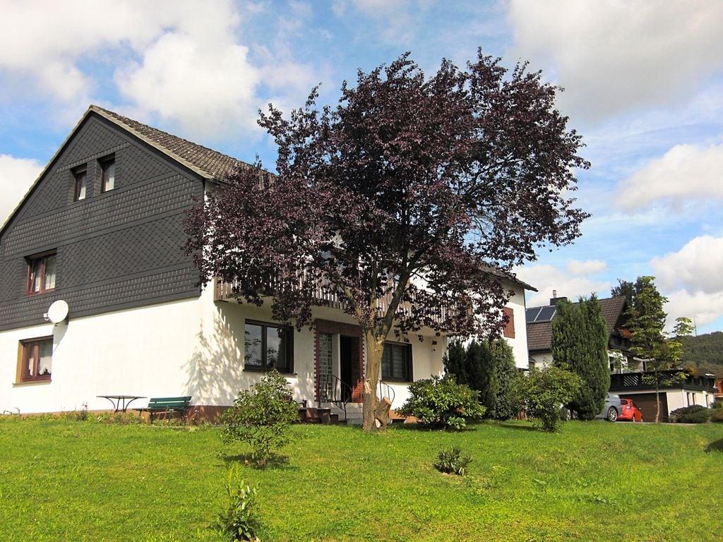 Ferienhaus Geräumiges Ferienhaus im Sauerland mit Garten und Spielscheune (498795), Hallenberg, Sauerland, Nordrhein-Westfalen, Deutschland, Bild 2