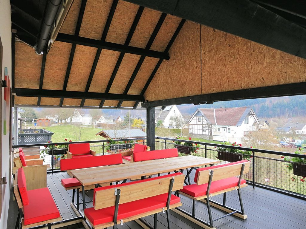 Ferienhaus Geräumiges Ferienhaus im Sauerland mit Garten und Spielscheune (498795), Hallenberg, Sauerland, Nordrhein-Westfalen, Deutschland, Bild 3