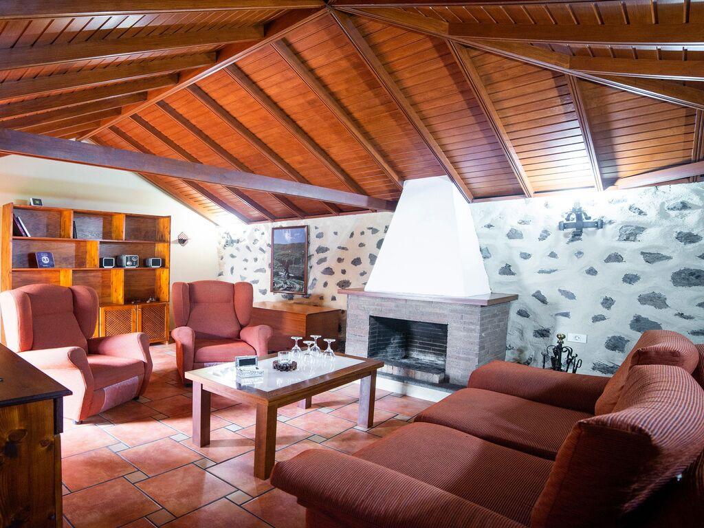 Holiday house Geräumiges Ferienhaus in El Amparo inmitten von Wald (2134991), Icod de los Vinos, Tenerife, Canary Islands, Spain, picture 2