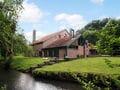 Luxuriöses Landhaus in Néblon le Pierreux mit Swimmingpool