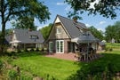 Schönes Haus mit Whirlpool in natürlicher Umgebung