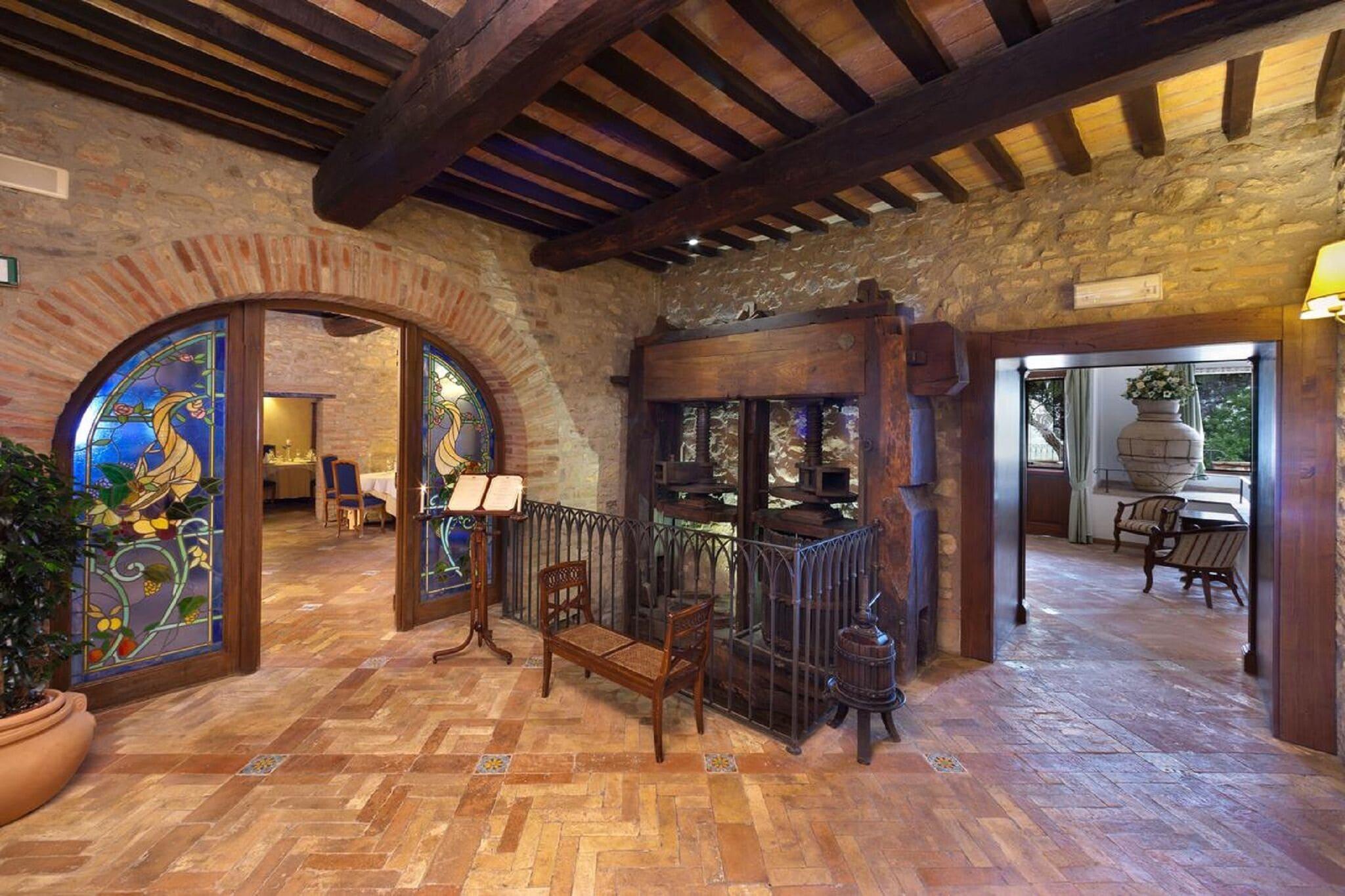 Luxuriöses Ferienhaus in Collazzone mit Swimmingpool