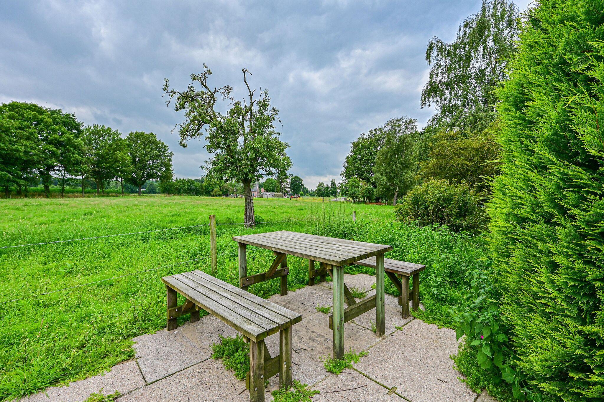 Kindvriendelijke boerderijwoning in De Heurne vlak bij het bos