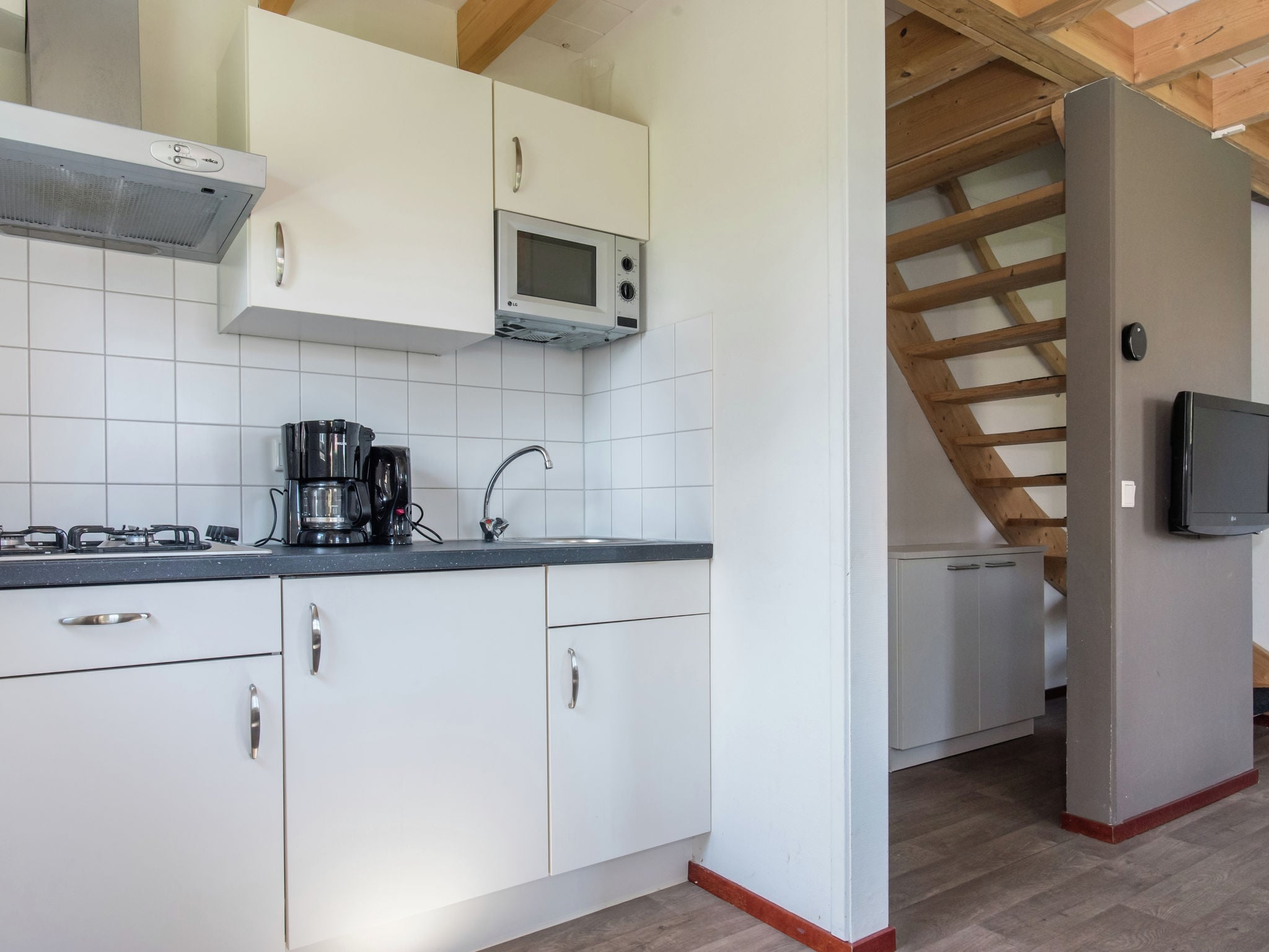 Holland | Zeeland | Holiday home Recreatiepark de Stelhoeve - Oosterschelp 4 | all year | Kitchen
