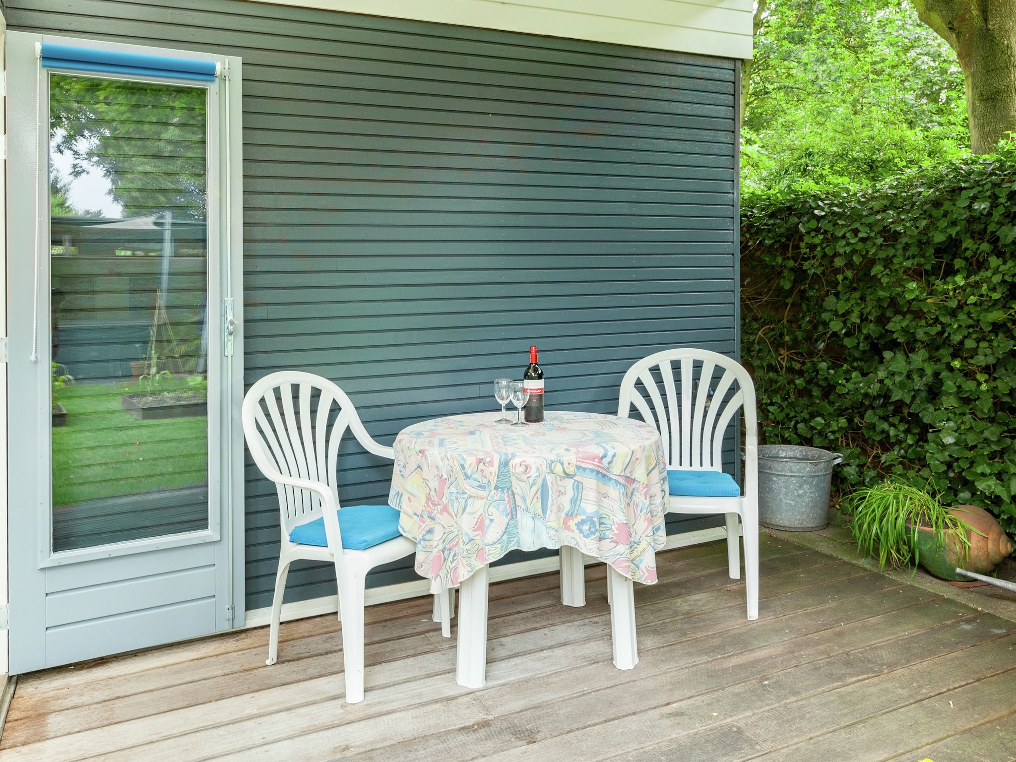 Holland | Zeeland | Holiday home 't Dolfijntje | all year | TerraceBalcony