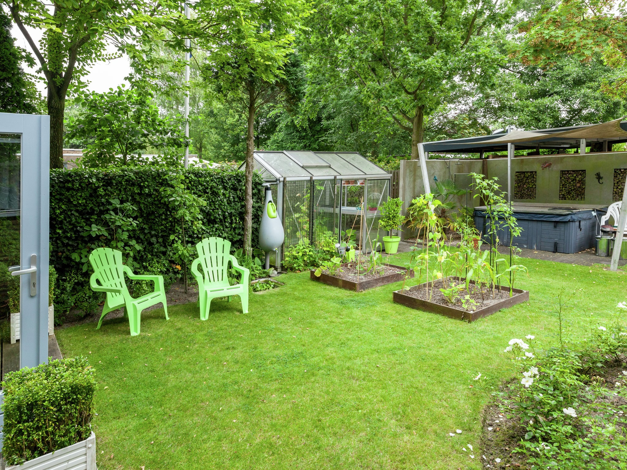Holland | Zeeland | Holiday home 't Dolfijntje | all year | GardenSummer