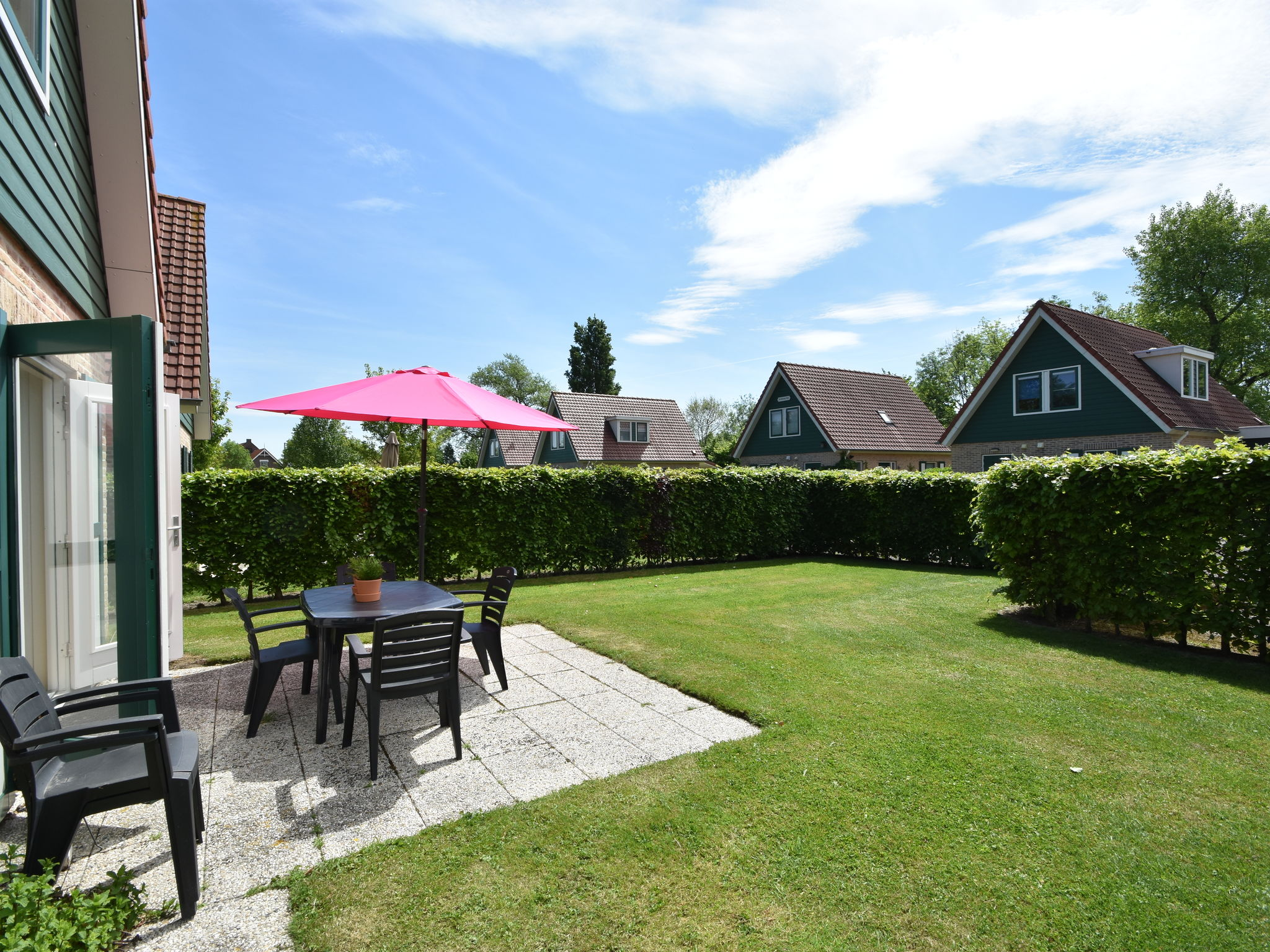 Holland | Zeeland | Holiday home Hompelvoet | all year | GardenSummer
