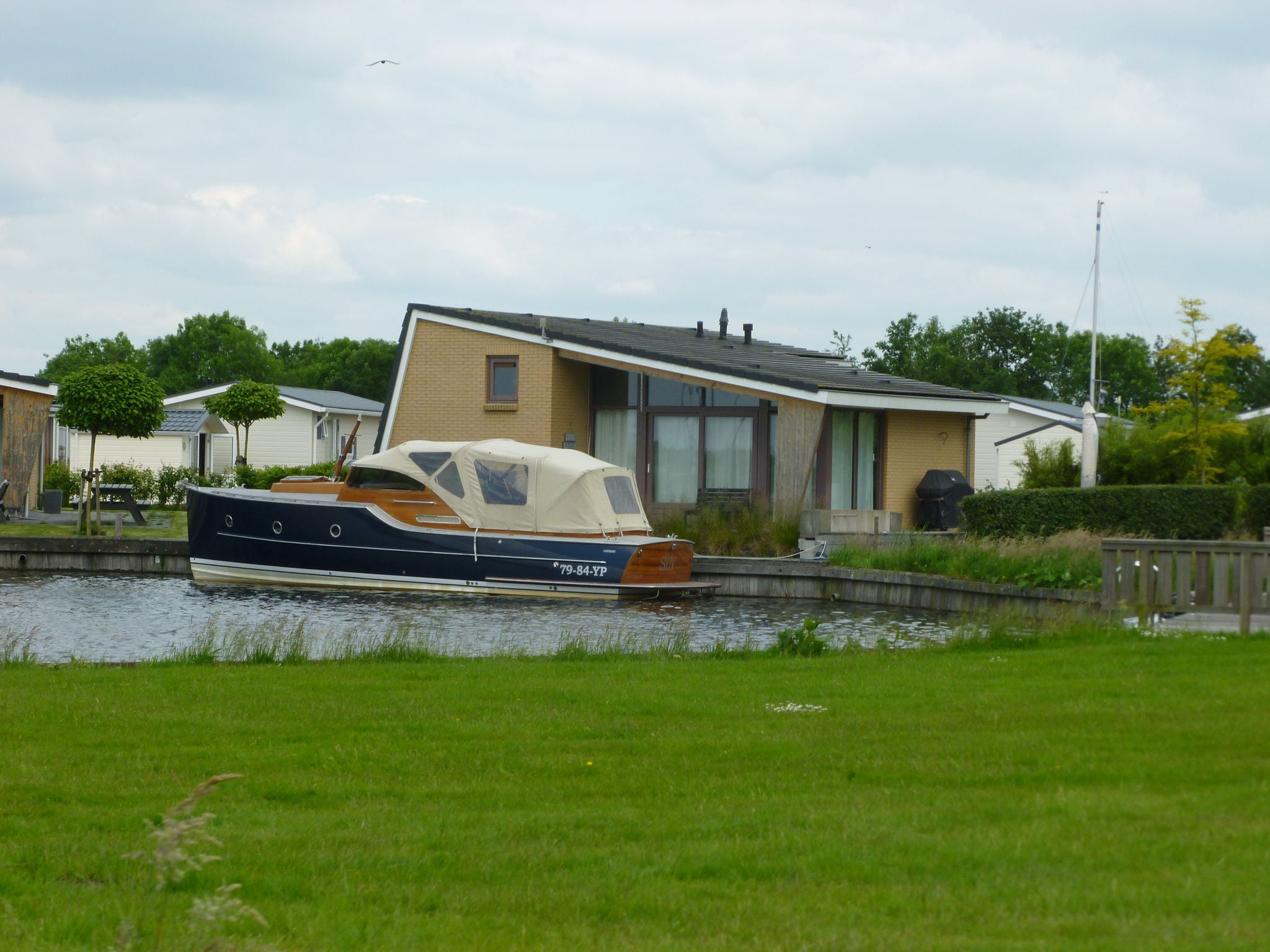 Holland | Friesland | Holiday home Marinapark Lemmer | all year | ViewWinter