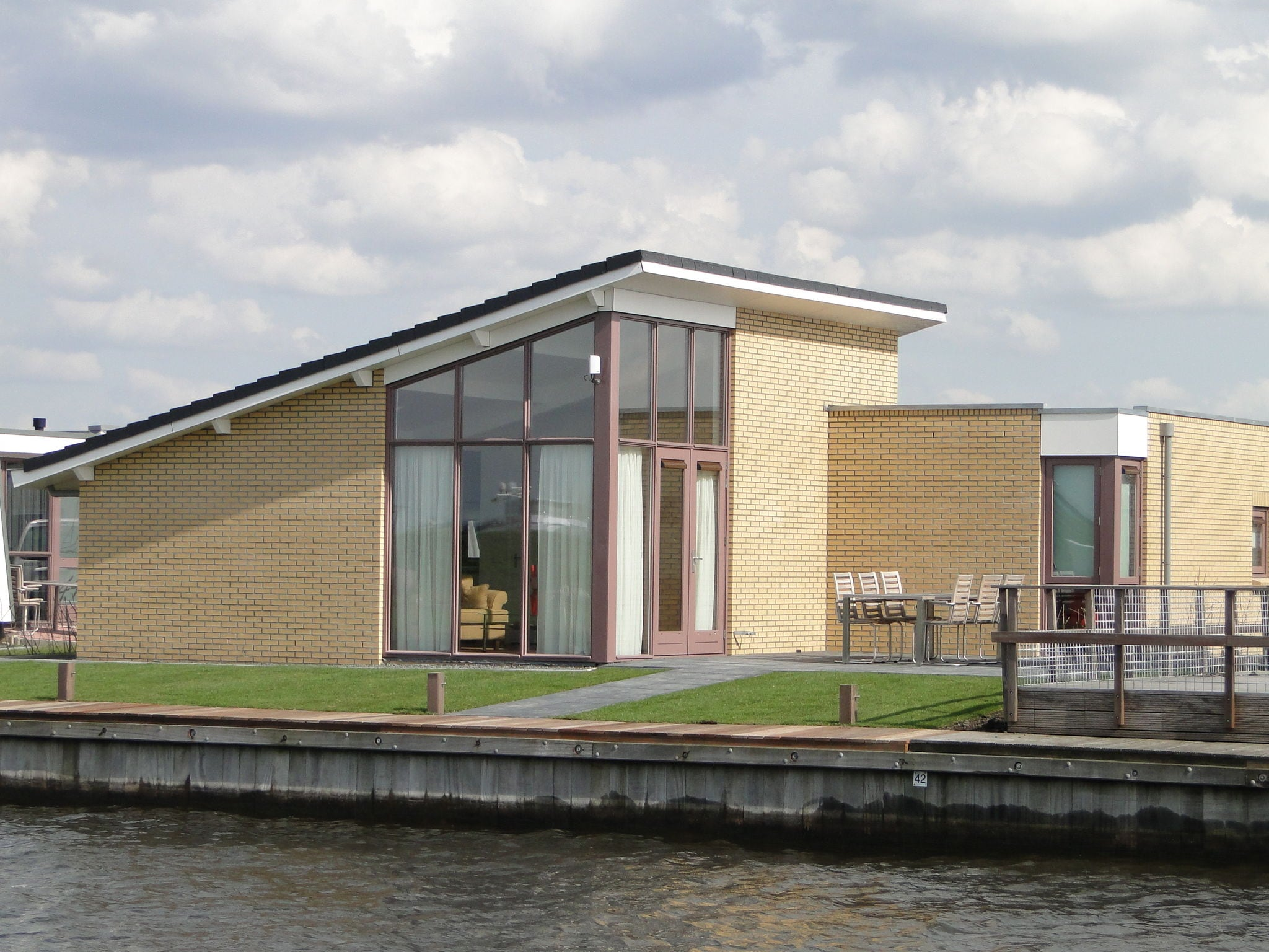 Holland | Friesland | Holiday home Marinapark Lemmer - De Lemmer 43 | all year | ExteriorSummer