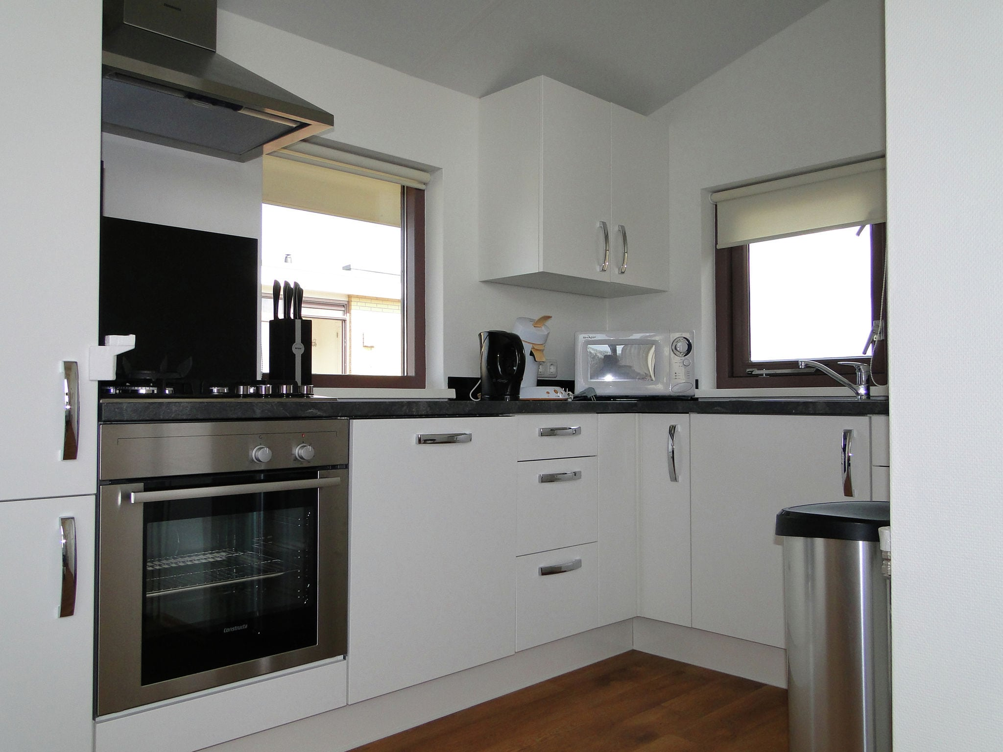 Holland | Friesland | Holiday home Marinapark Lemmer - De Lemmer 43 | all year | Kitchen