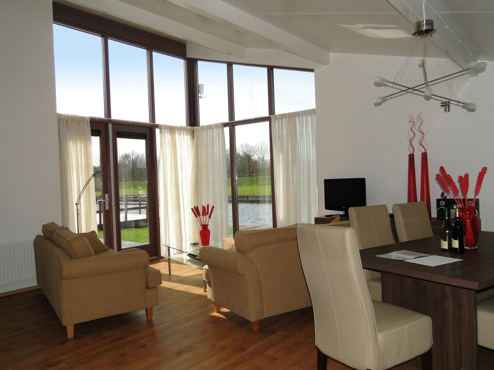Holland | Friesland | Holiday home Marinapark Lemmer - De Lemmer 43 | all year | DiningRoom