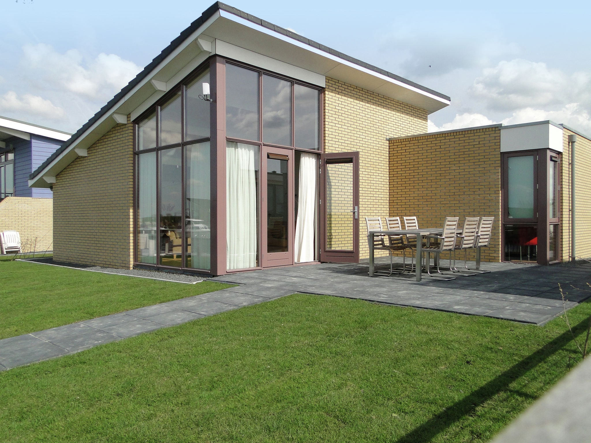 Holland | Friesland | Holiday home Marinapark Lemmer - De Lemmer 43 | all year | TerraceBalcony