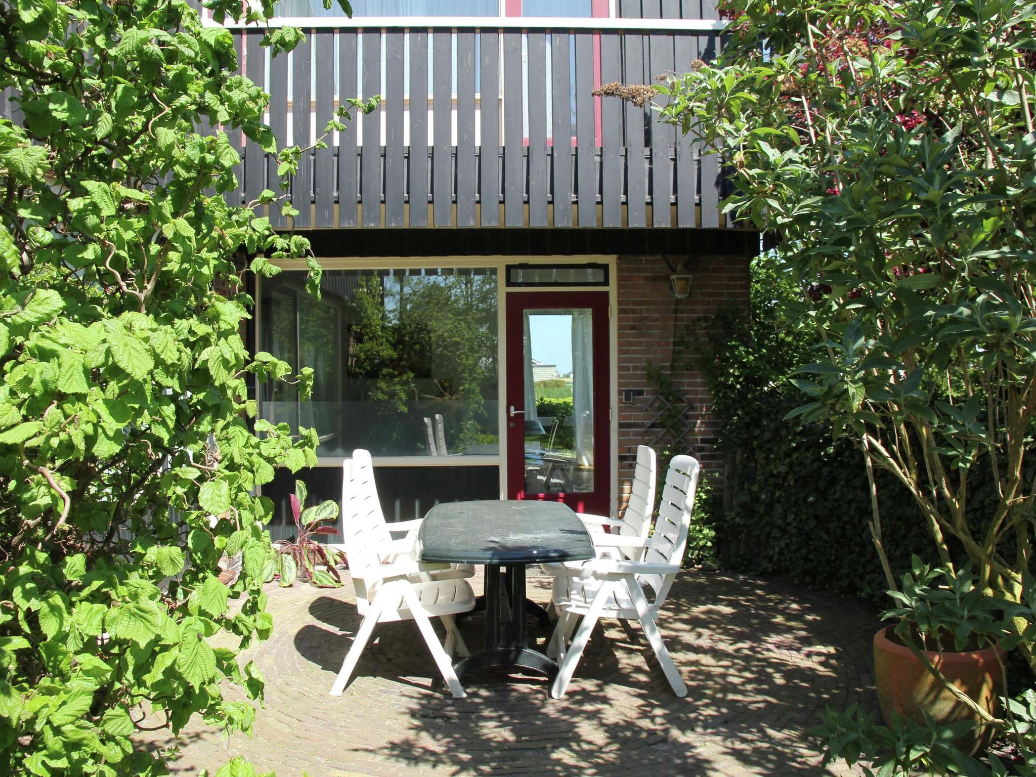 Holland | North Sea Coast North | Holiday home Pondarosa | all year | TerraceBalcony