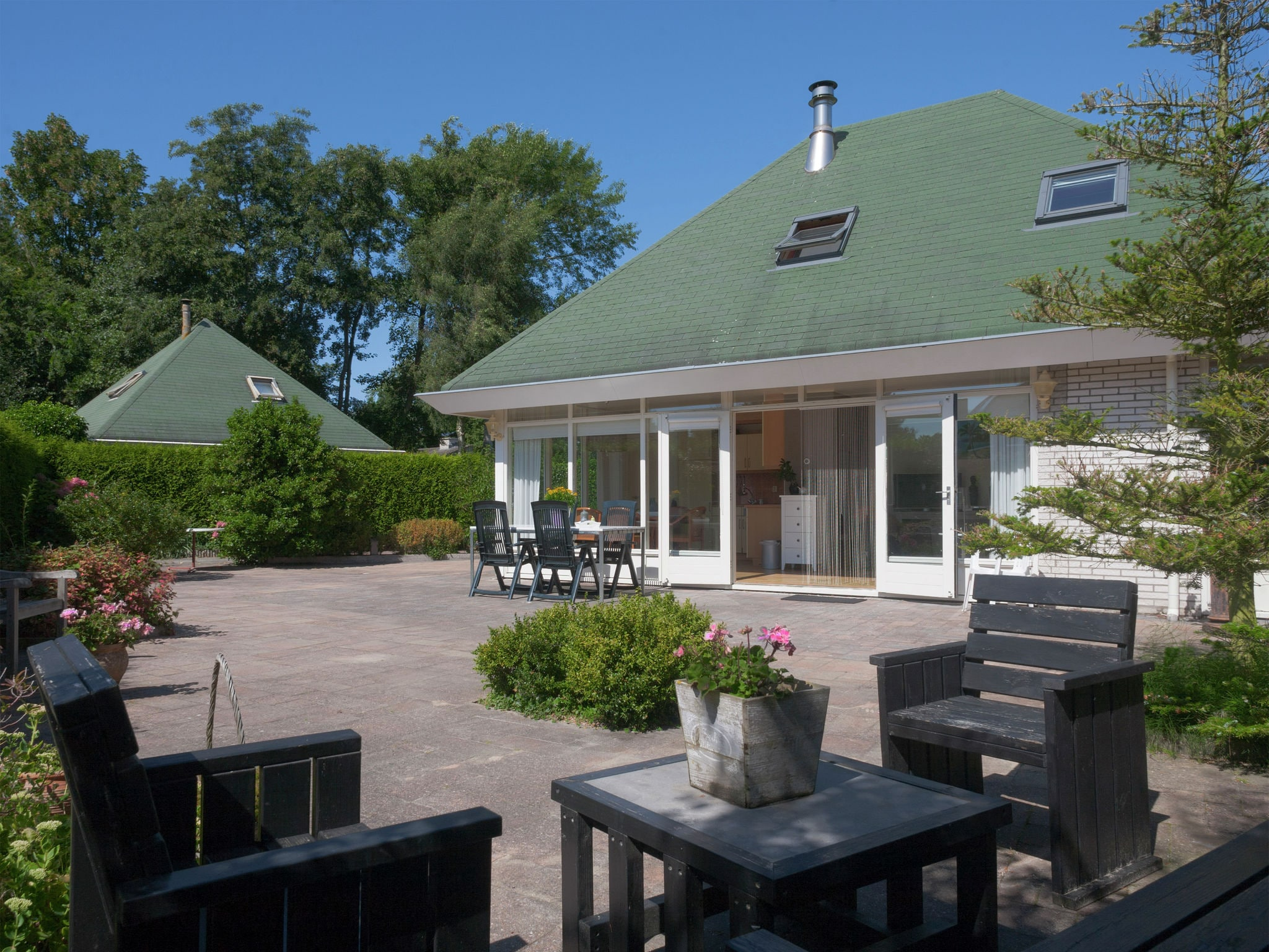Holland | North Sea Coast South | Holiday home Kievitsvogel | all year | GardenSummer