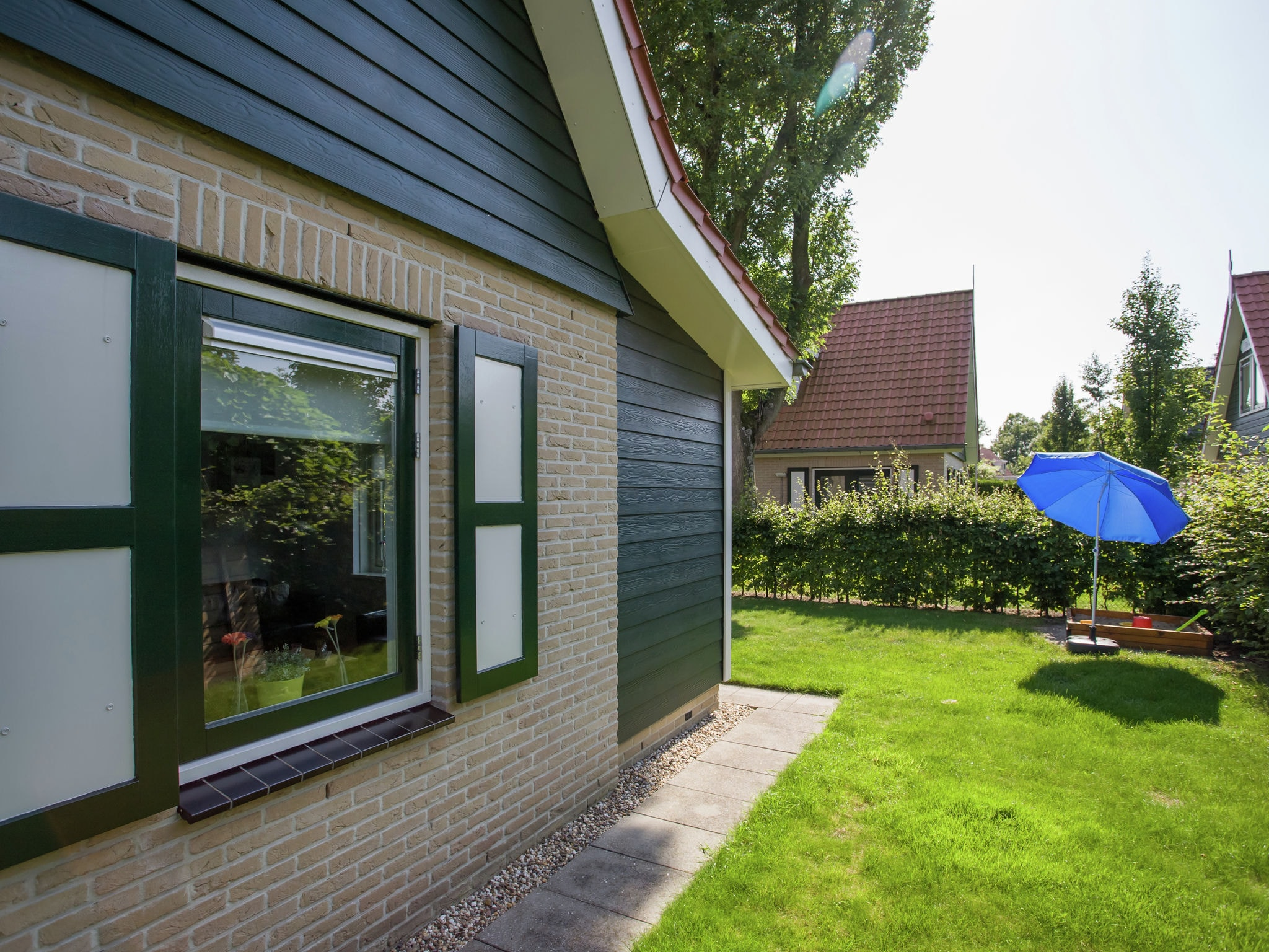 Holland | Zeeland | Holiday home Lil Hus | all year | GardenSummer