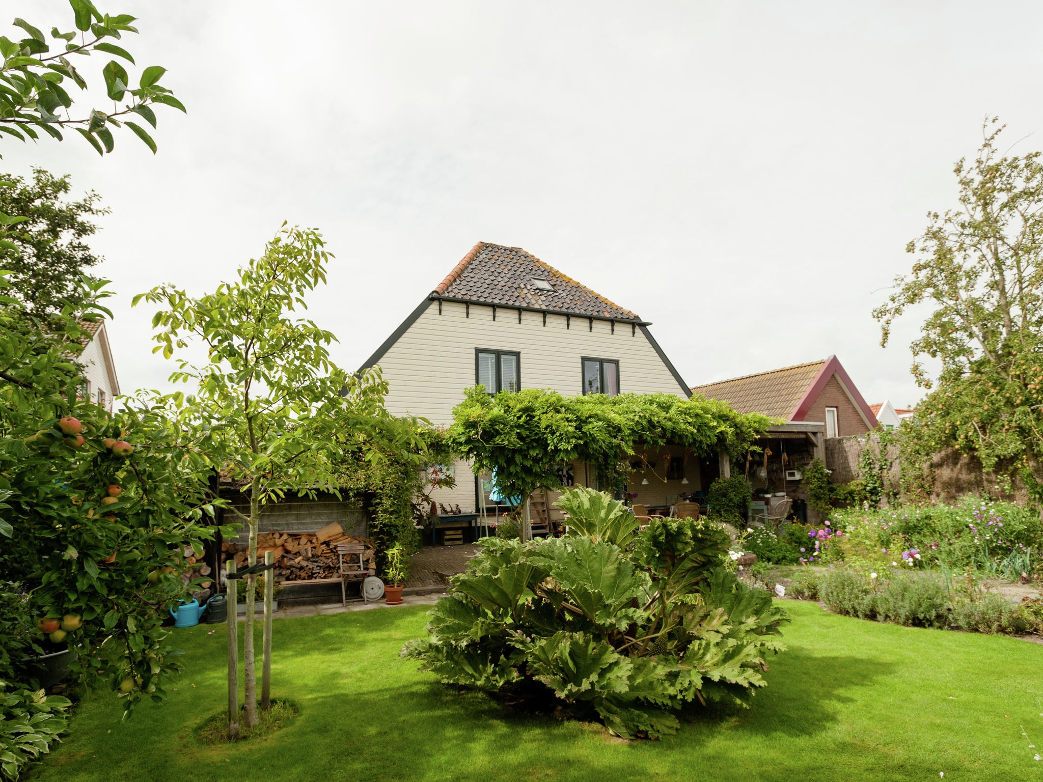 Holland | North Sea Coast North | Holiday home B&B Brocante | all year | GardenSummer