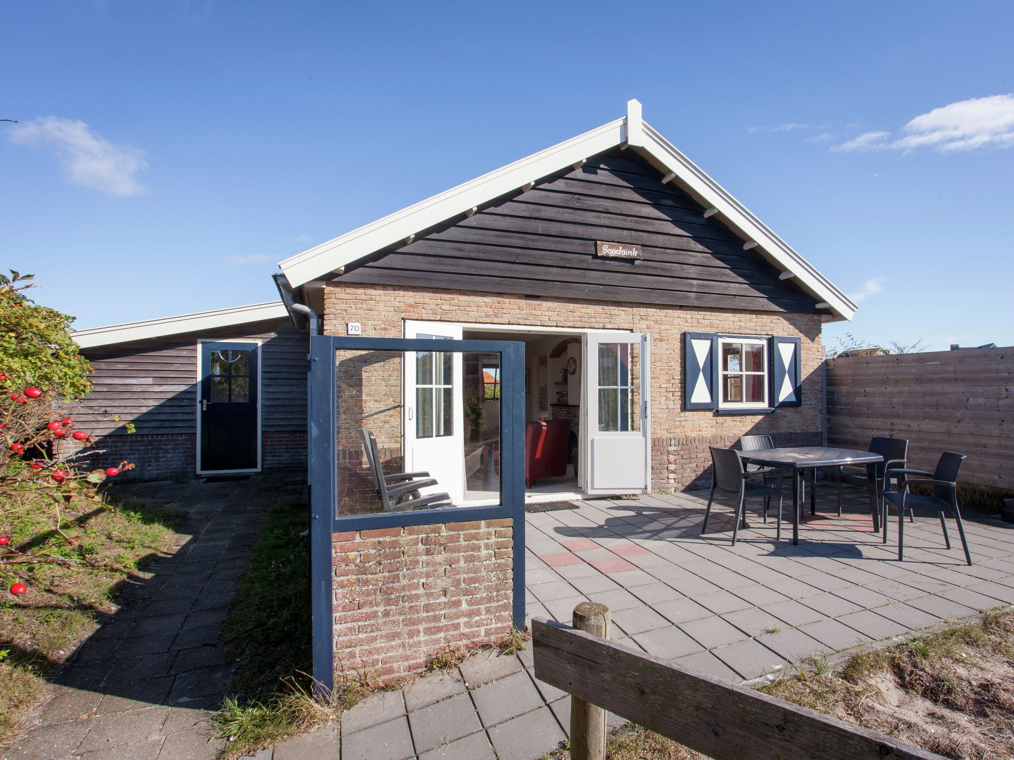 Holland | Wad Islands | Holiday home Goudmeesje | all year | ExteriorSummer