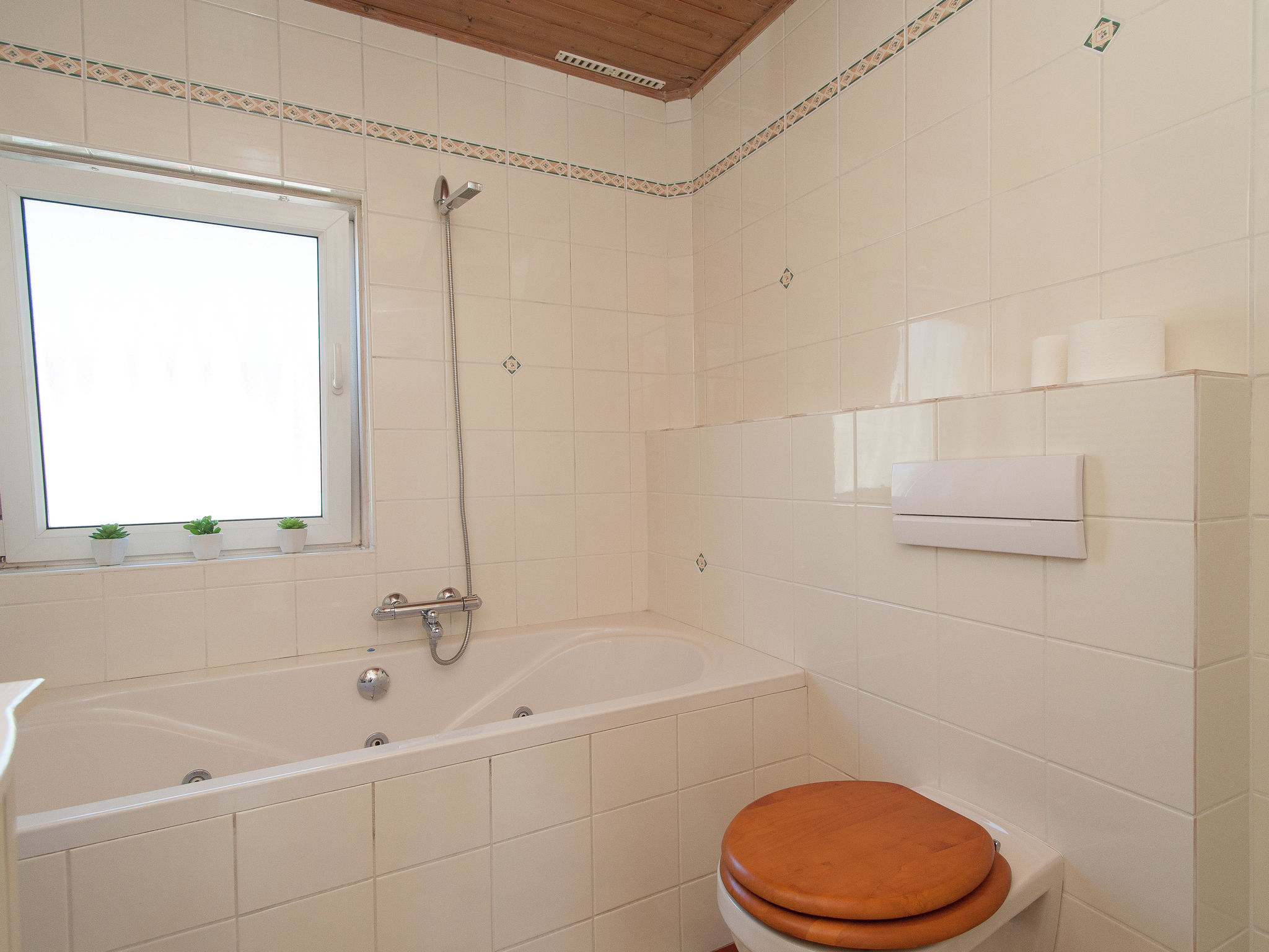 Holland | North Sea Coast North | Holiday home Zicht op de Vuurtoren | all year | BathRoom