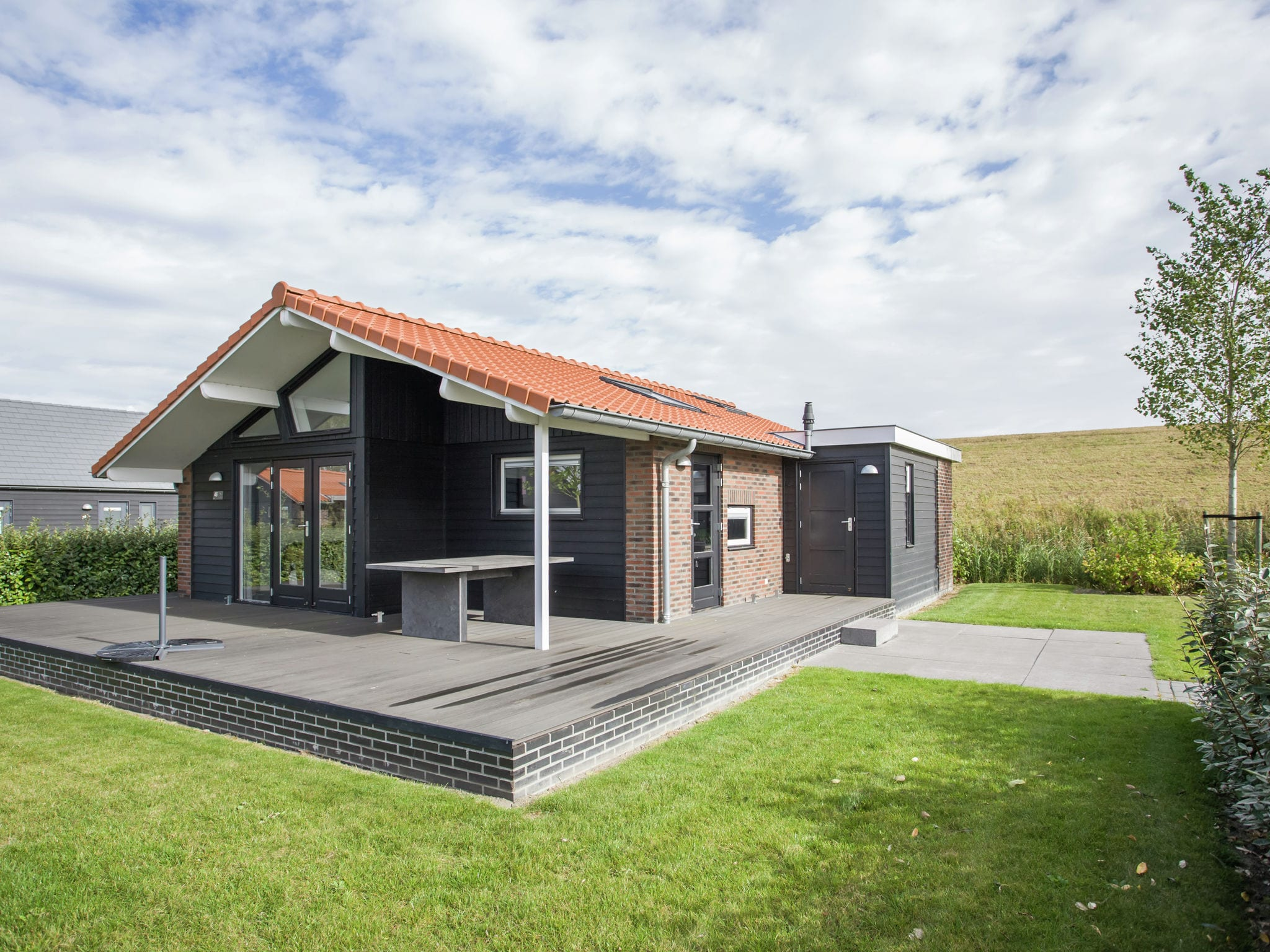 Holland | Zeeland | Holiday home Aan de Oosterschelde | all year | GardenSummer
