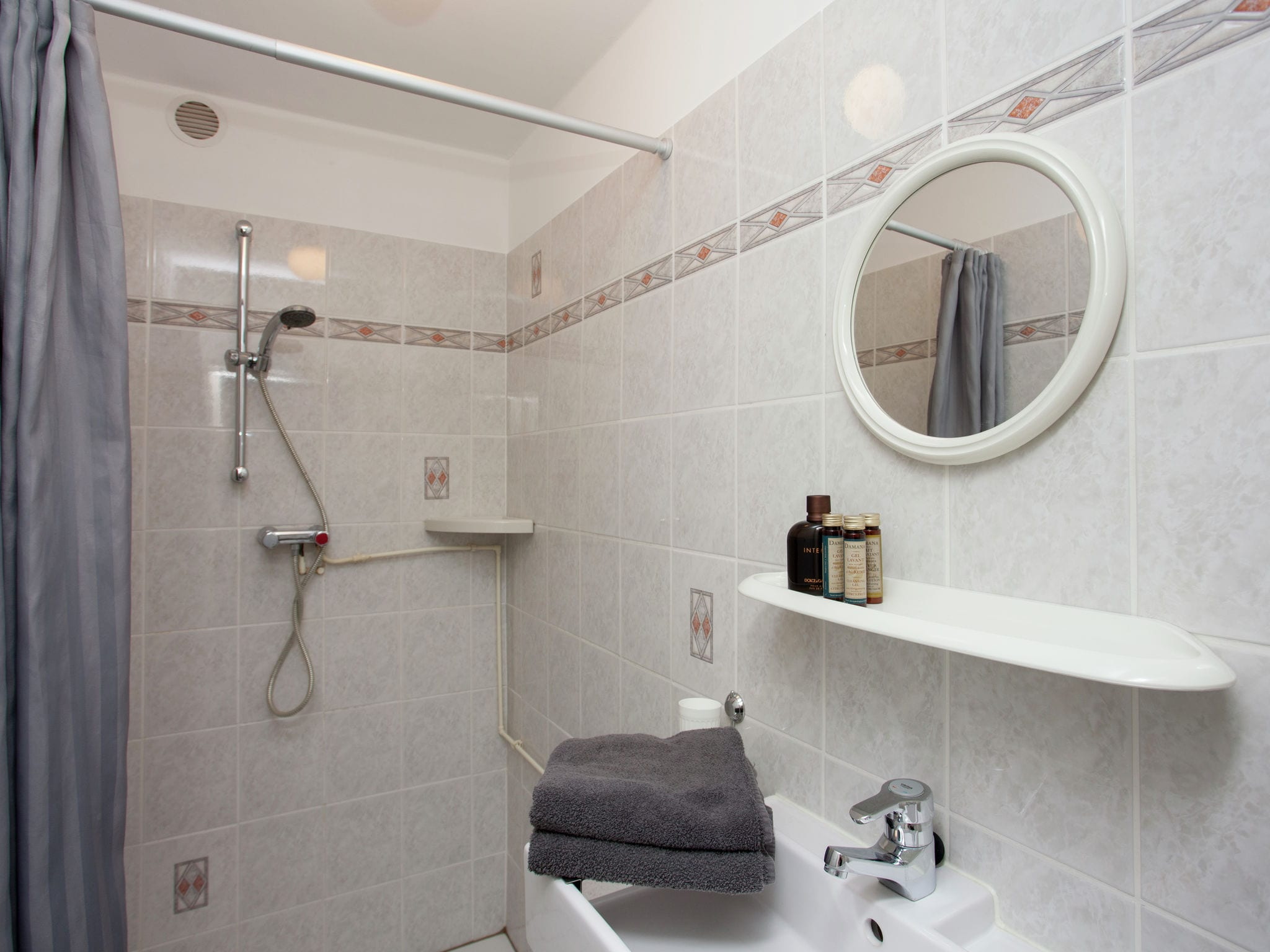 Holland | North Sea Coast South | Holiday home Ziezee | all year | BathRoom