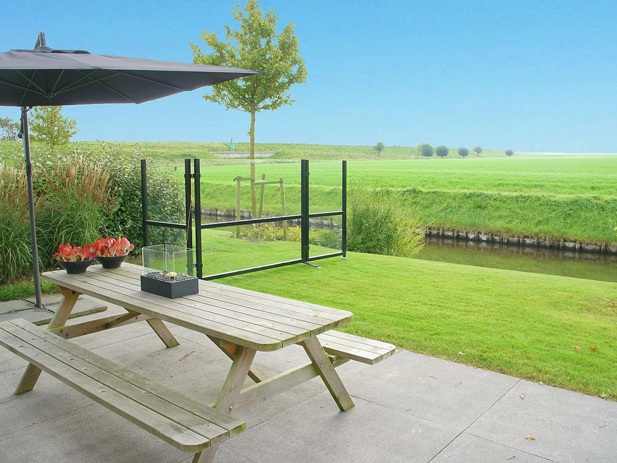 Holland | Zeeland | Holiday home Oosterschelde with a view | all year | GardenSummer