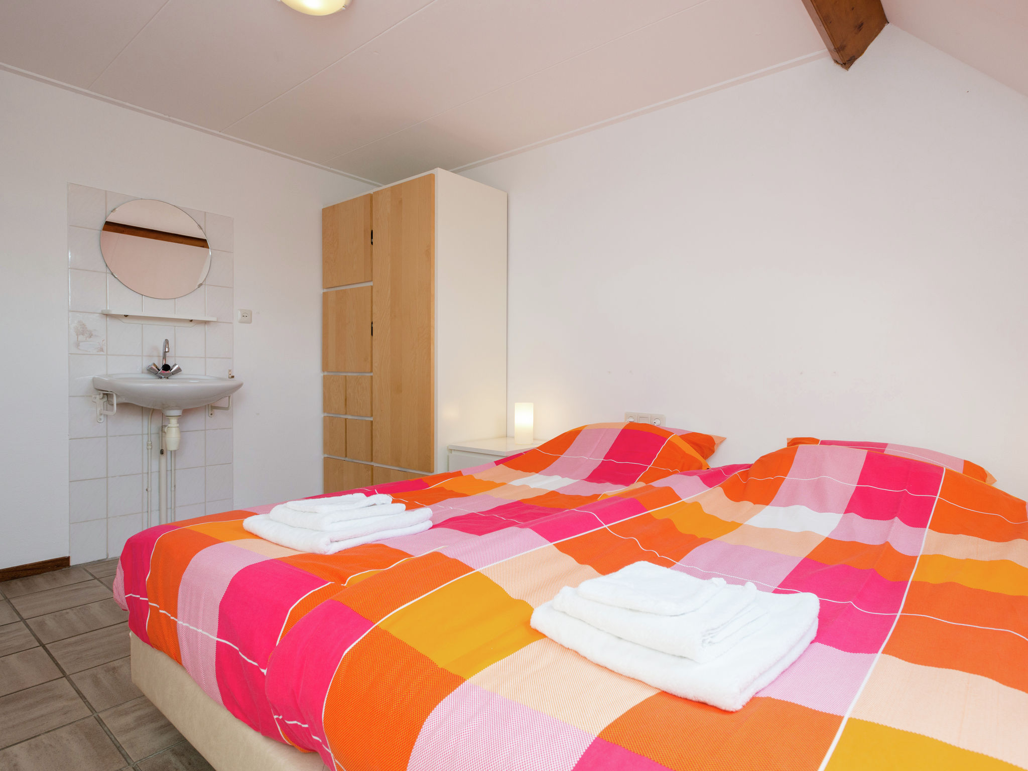 Holland | Wad Islands | Holiday home Warm Welkom | all year | BedRoom