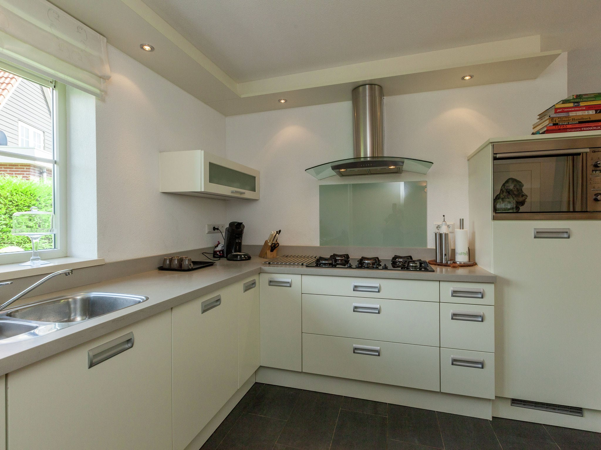 Holland | North Sea Coast South | Holiday home Drie Provinciepunt | all year | Kitchen