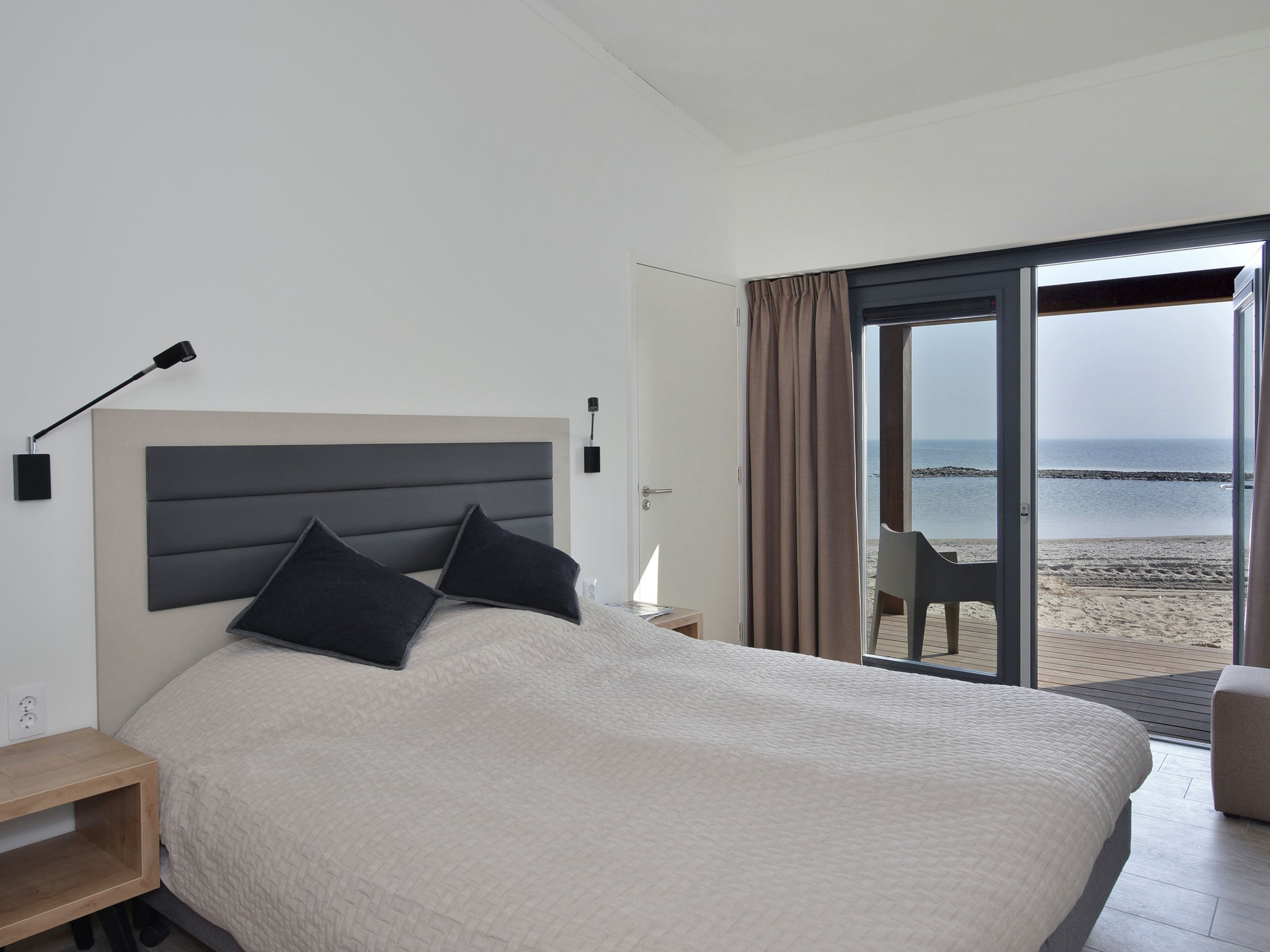 Holland | North Sea Coast South | Holiday home Punt-West Hotel & Beachresort | all year | BedRoom