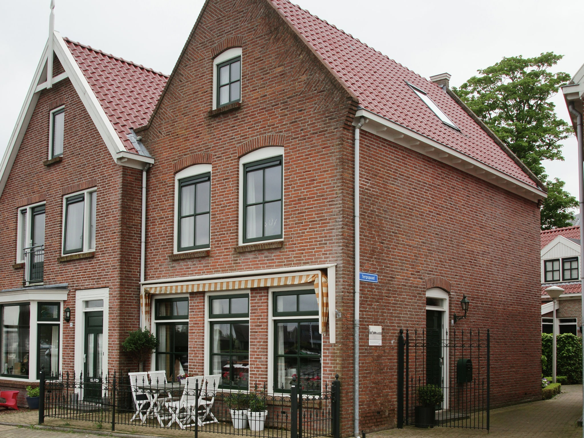 Holland | Friesland | Holiday home 't Friese Water | all year | ExteriorSummer