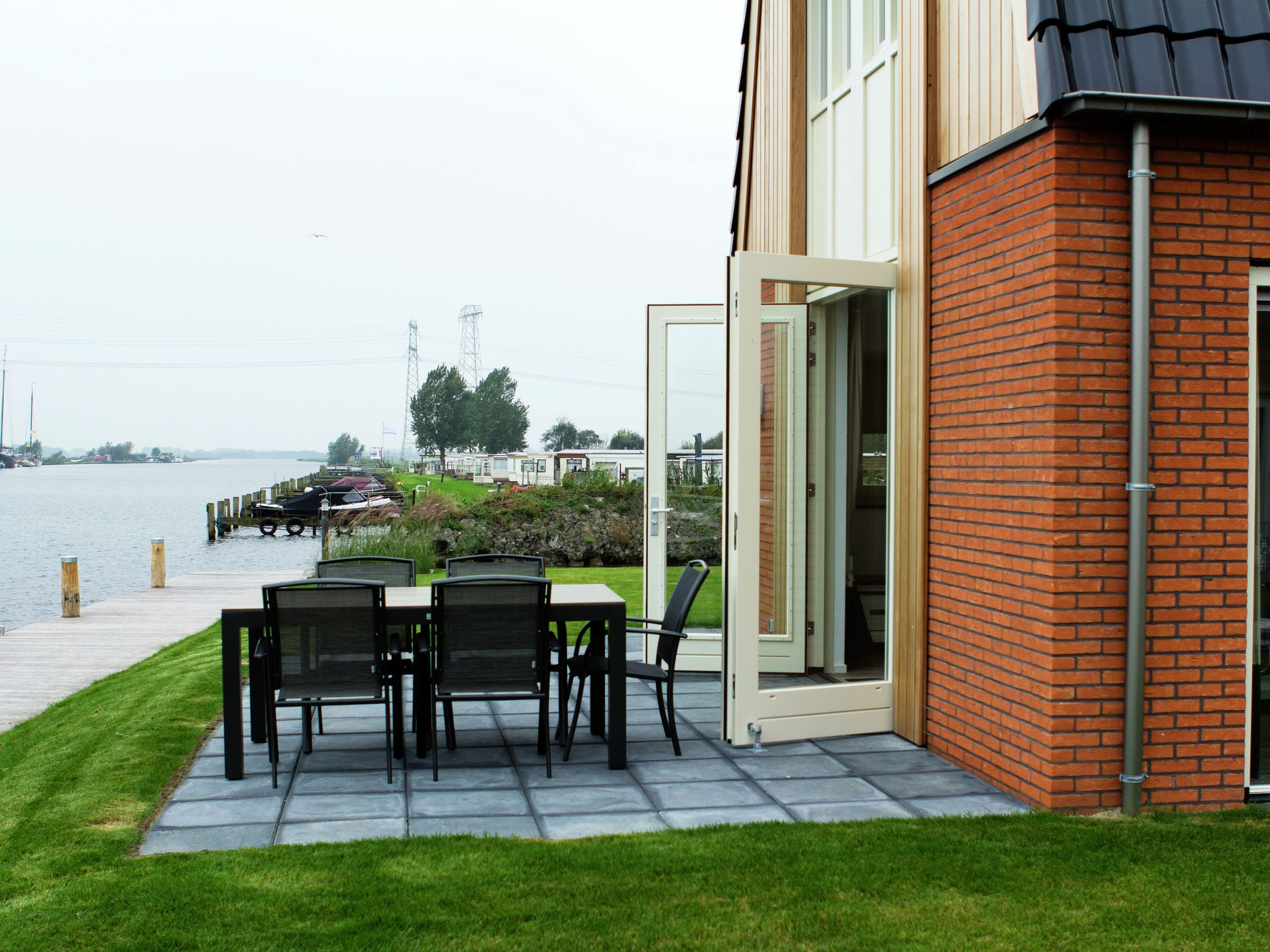 Holland | Friesland | Holiday home Tusken de Marren - Sneekermeer 6 | all year | TerraceBalcony