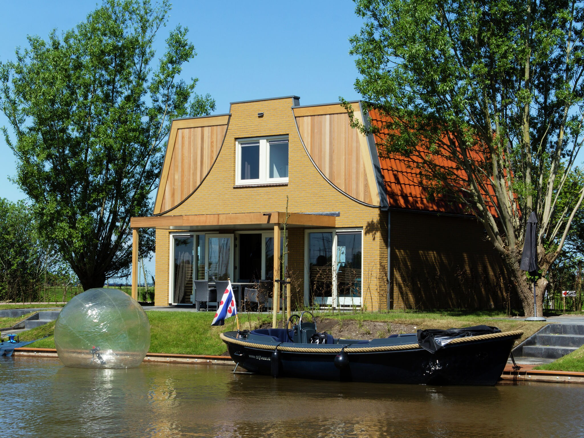 Holland | Friesland | Holiday home Tusken de Marren - Sneekermeer 6 | all year | ExteriorSummer