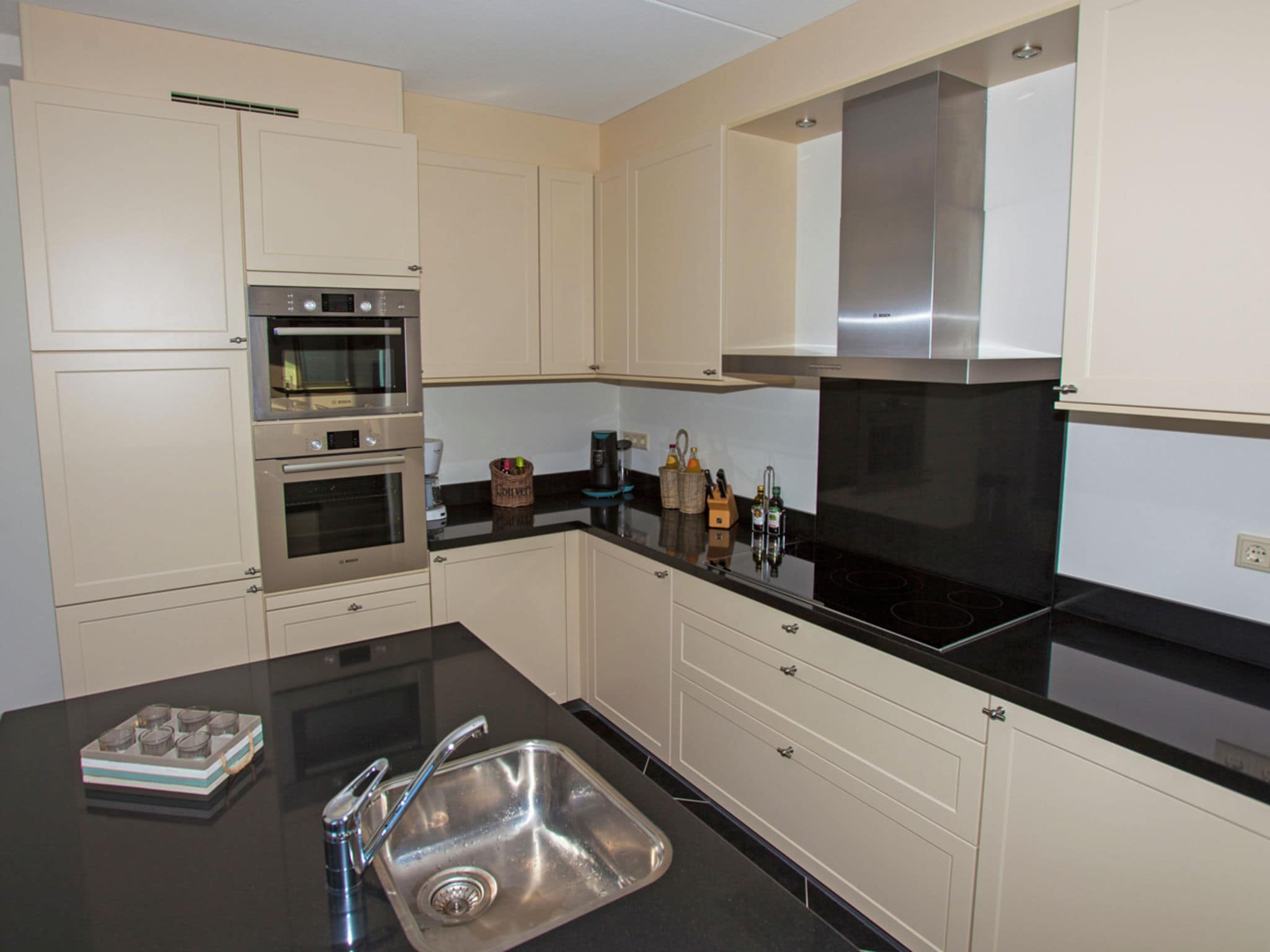 Holland | Zeeland | Holiday home Zeeuwse Pracht Kindervilla | all year | Kitchen