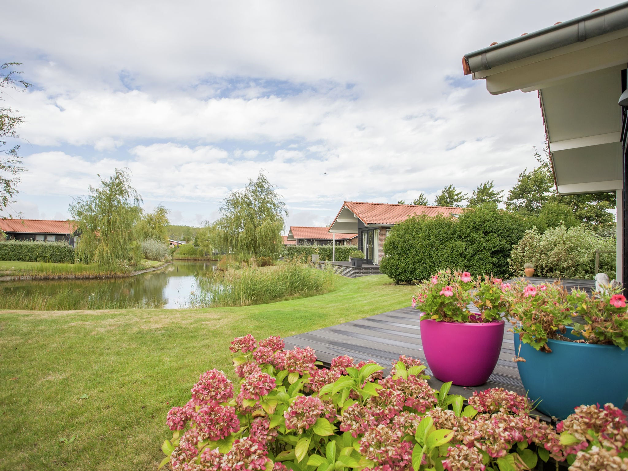 Holland | Zeeland | Holiday home Charming Oosterschelde | all year | GardenSummer
