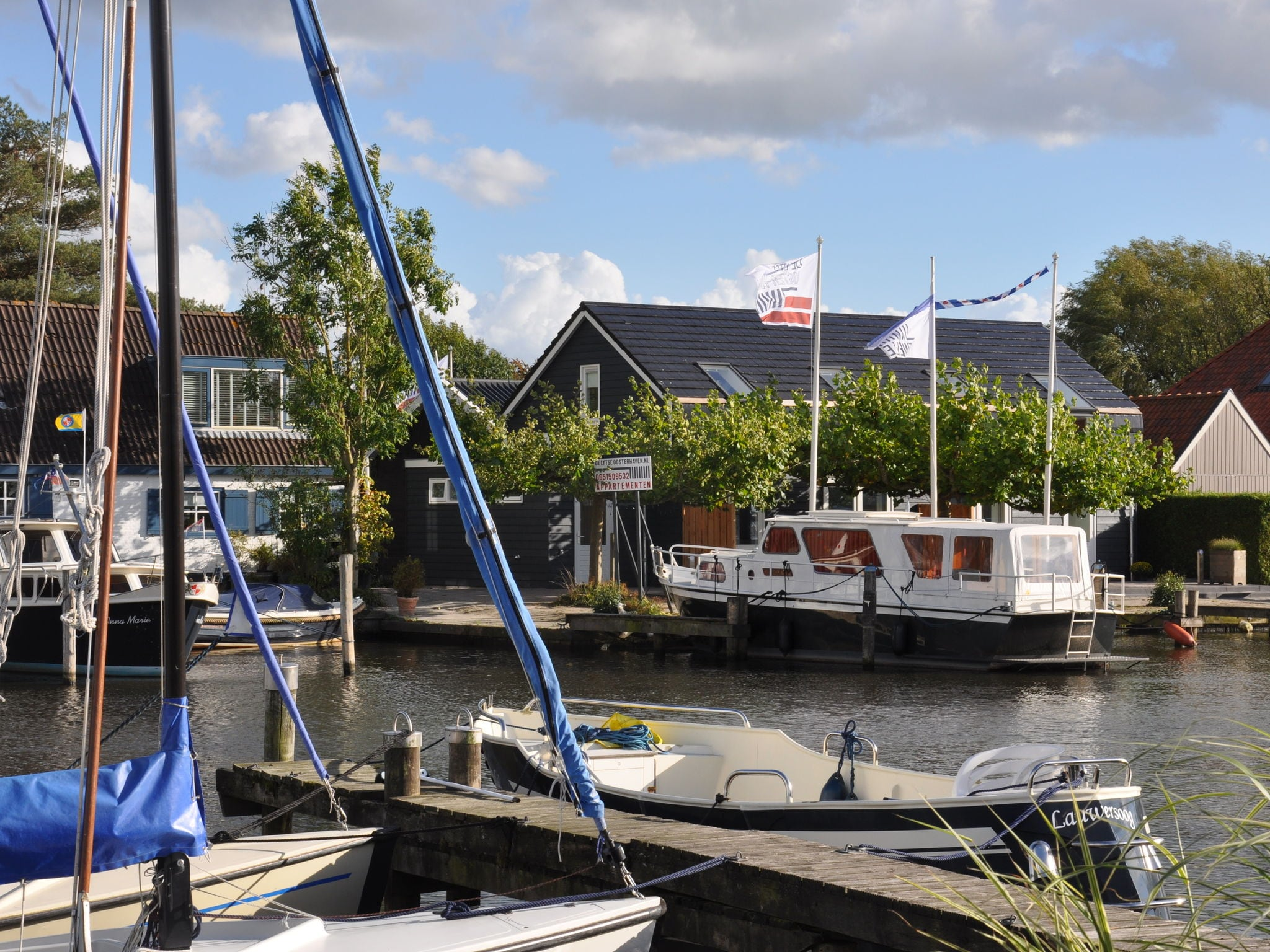 Holland | Friesland | Holiday home Lytse Oosterhaven I - Plataan | all year | ExteriorSummer