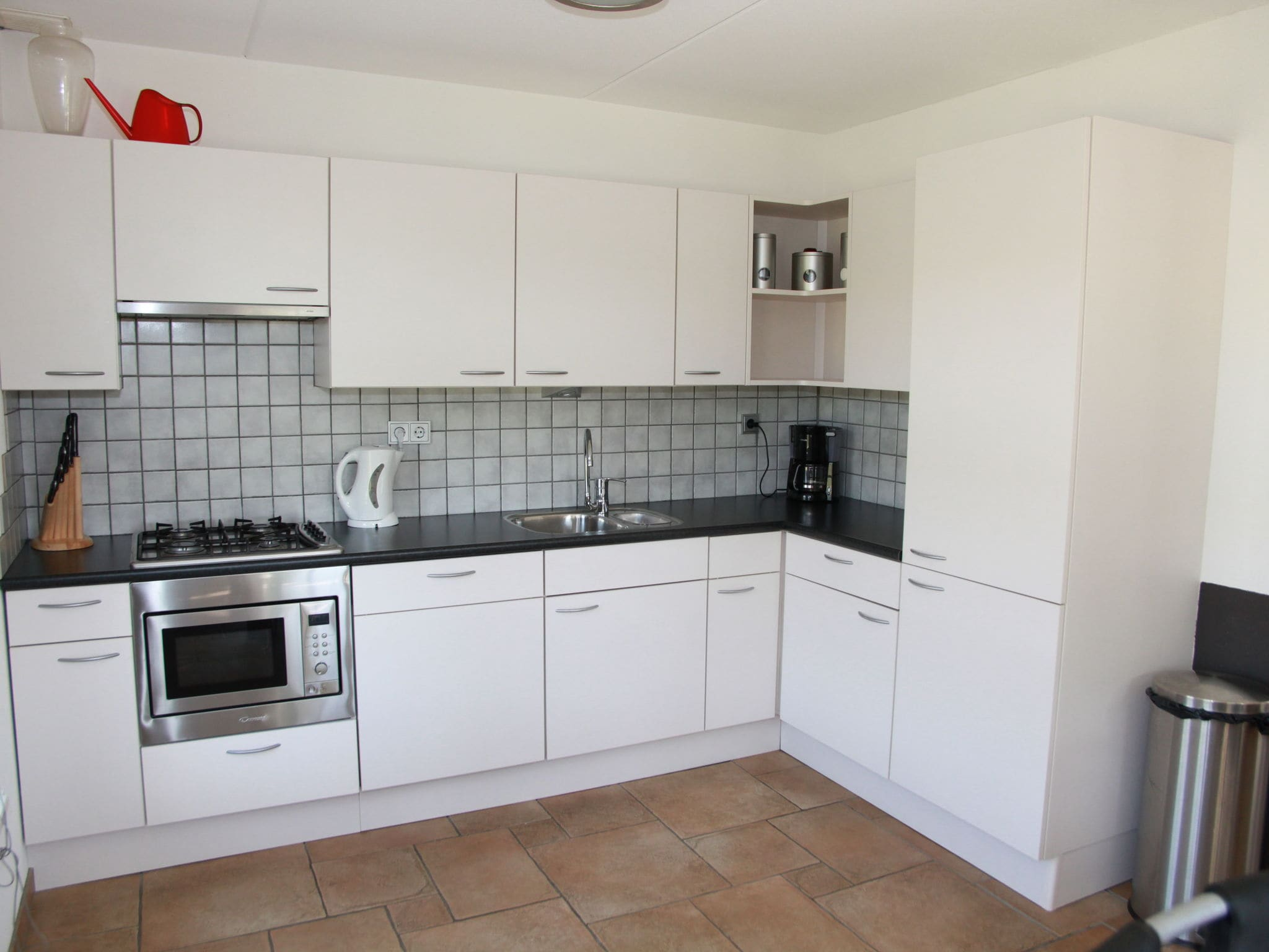 Holland | North Sea Coast North | Holiday home Recreatiepark Wiringherlant - Anno Nu 5 | all year | Kitchen