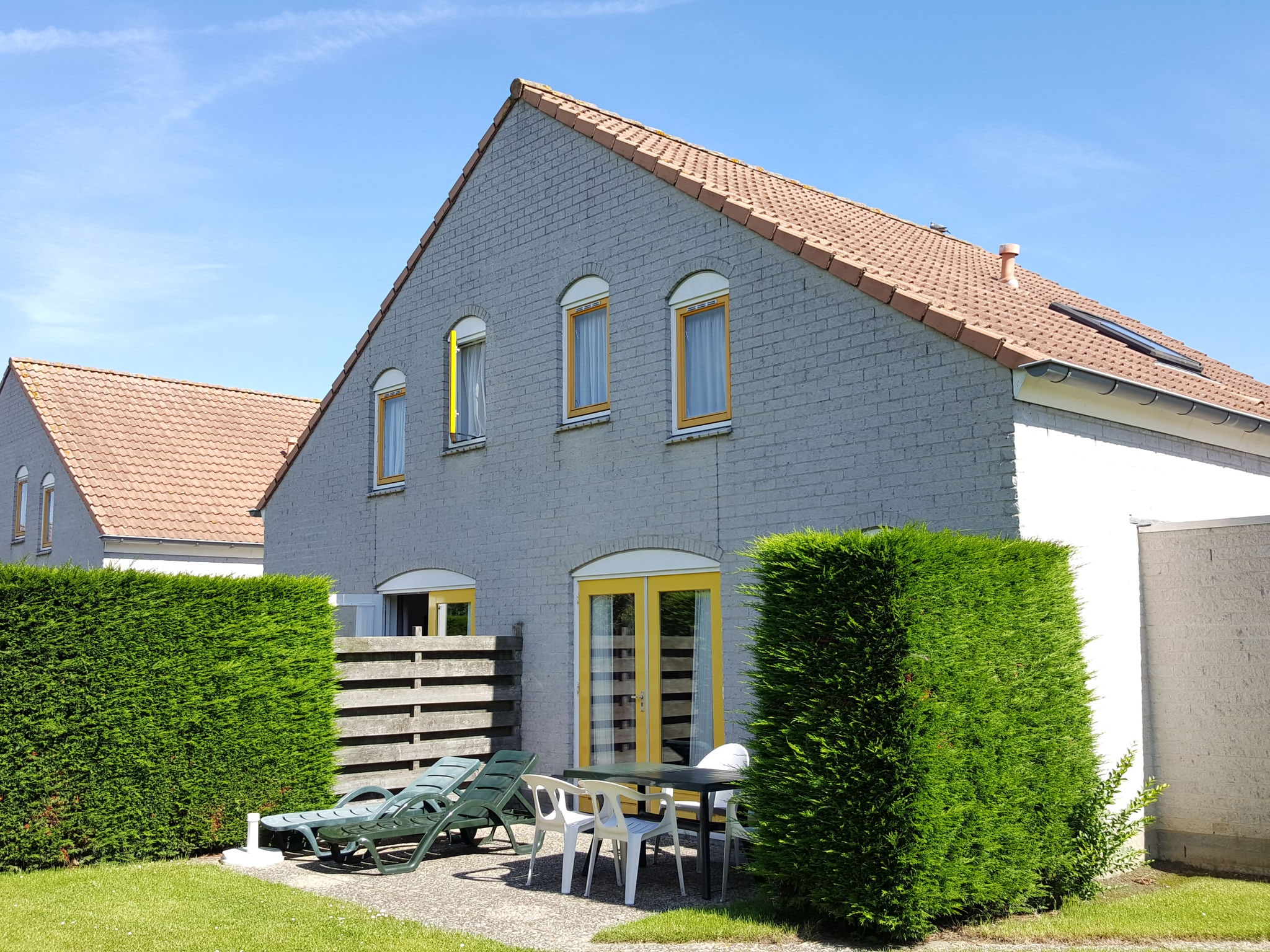 Holland | Zeeland | Holiday home Vakantiepark Zeebad - Type ZWAL | all year | ExteriorSummer