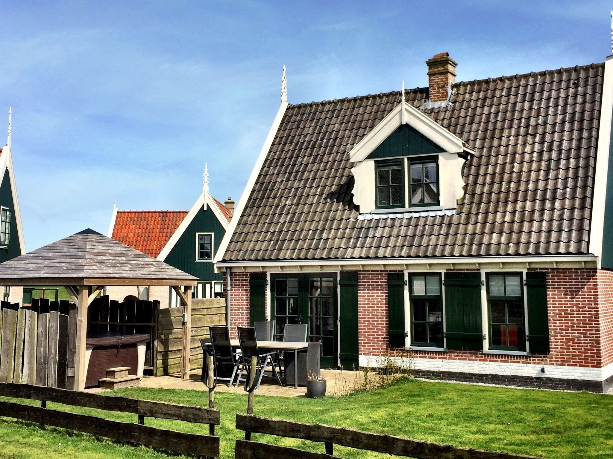 Holland | North Sea Coast North | Holiday home Recreatiepark Wiringherlant - Anno Nu 14 | all year | ExteriorSummer